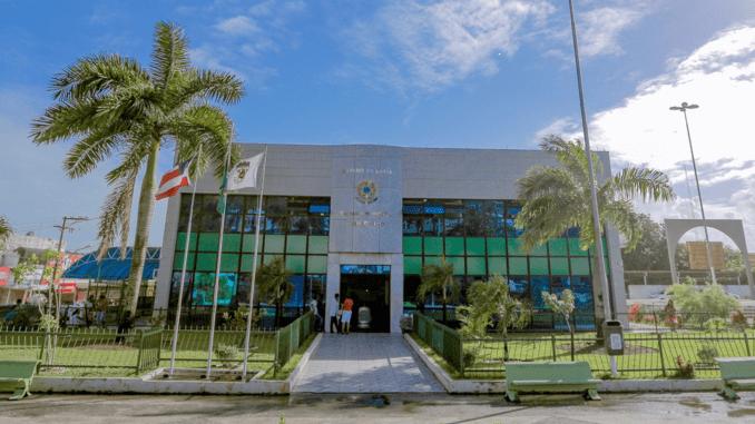 Foto da fachada a Câmara Municipal de Simões Filho.